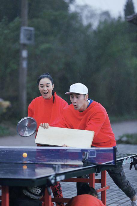 张伦硕在《爸爸去哪儿4》跪搓衣板