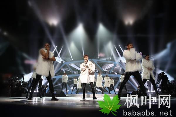 《天籁之战》苏诗丁力夺冠军 华晨宇突破献舞蹈首秀