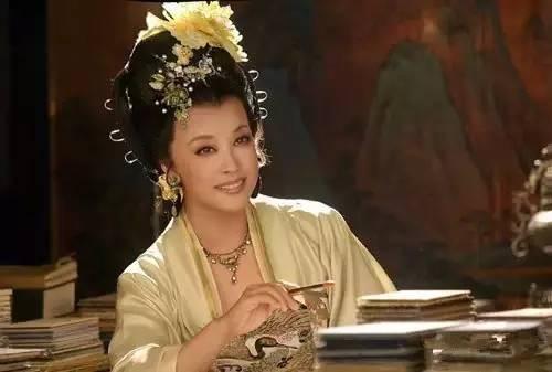 她曾是最火女星,四次婚姻,不妨礙她依舊是傳奇?