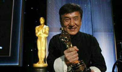 敬業明星其實很多,劉詩詩帶病拍戲被抬出去