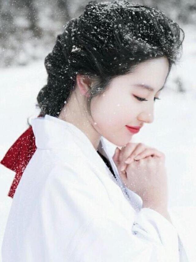 劉亦菲baby都去日本發展過,但日本網友更偏愛她