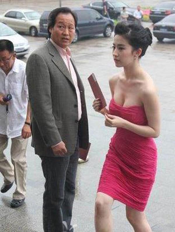 劉亦菲恩師,一手提拔其進入娛樂圈,卻被爆倆人決裂