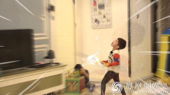 《媽媽是超人》23日首播 安吉耍劍小魚兒嚇懵
