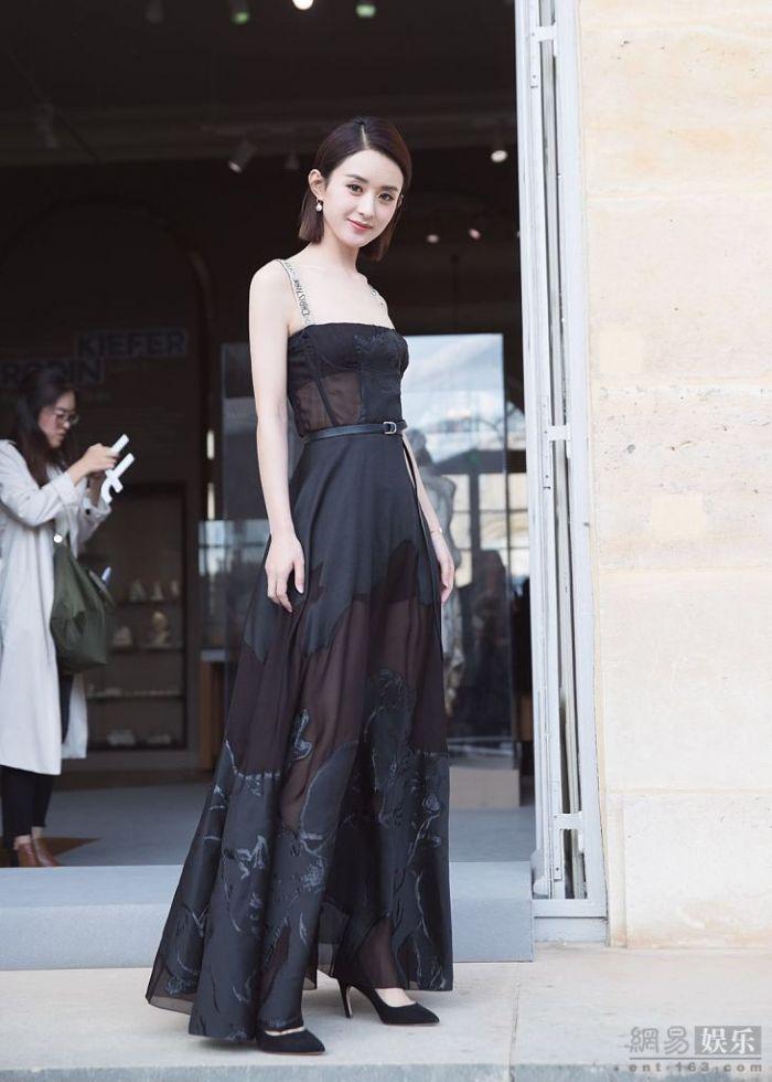 趙麗穎越來越有女人味 穿弔帶裙優雅性感(多圖)