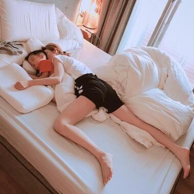 范瑋琪床照被黑人出賣 短褲熟睡狂露逆天美腿(圖)