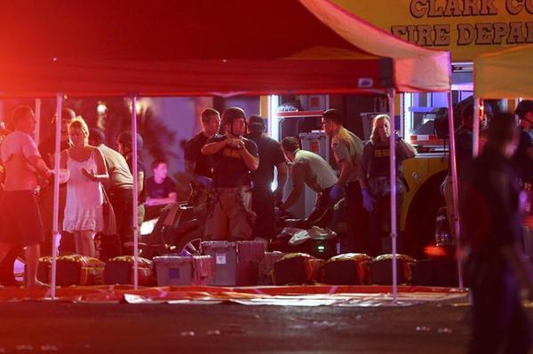"""美拉斯維加斯槍案發生45分前有人高喊""""眾人去死""""(圖)"""