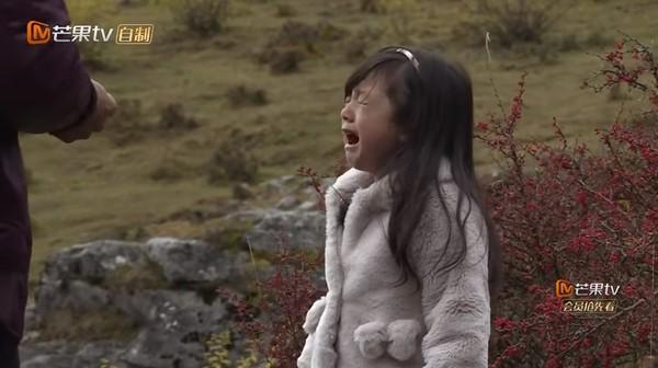 """小泡芙虛弱公主病上身,劉畊宏""""再也受不了丟下女兒""""…回頭才後悔""""應該早點了解她的!""""(影片)"""