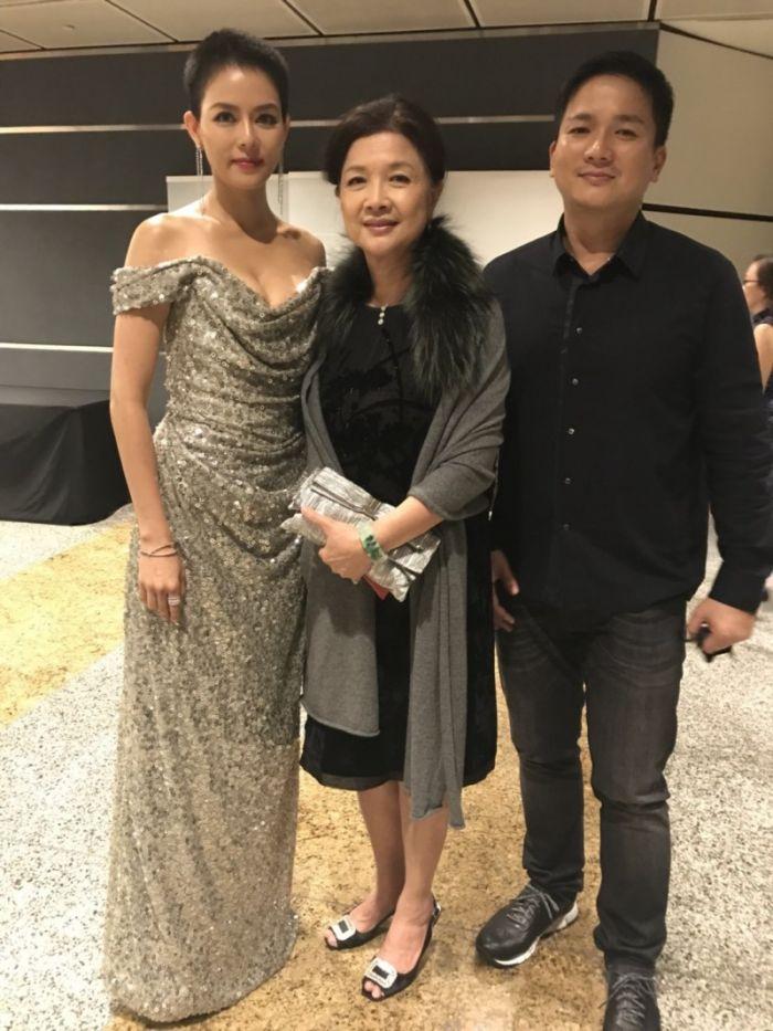劉香慈爆乳登新加坡影展紅毯 與柯佳嬿爭影后(多圖)