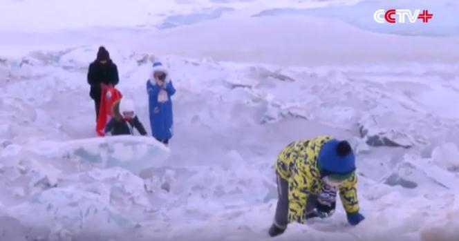 壯觀 中俄邊界現巨型冰牆 高20米長几十公里(多圖)