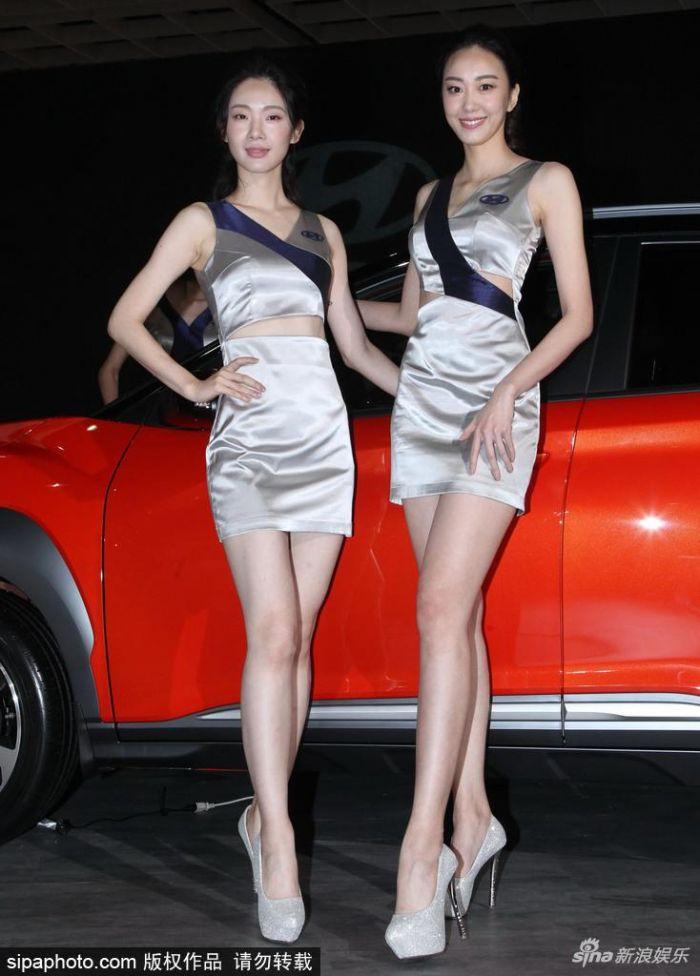 台北車展大批嫩模短裙站台 2米美腿看不完(多圖)