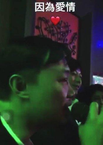 谢霆锋王菲现身KTV欢唱 男方眼里都是爱(组图)