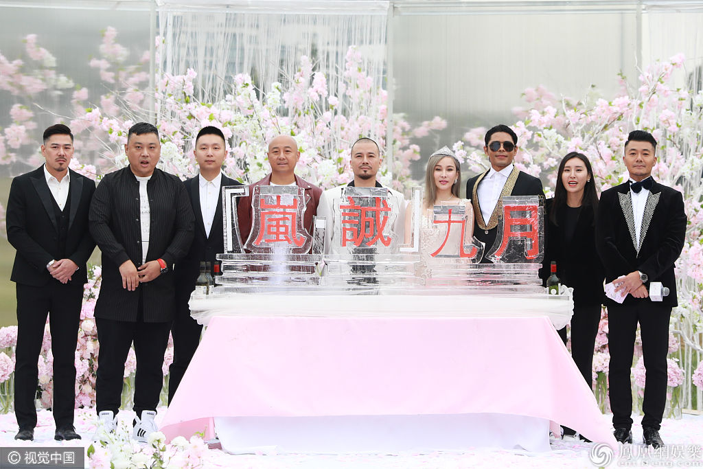 """""""电臀天后""""温岚嫁人?穿婚纱入新东家落泪  颜值不输少女"""