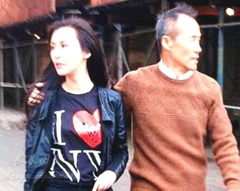 67岁王石与37岁老婆亲密合影照曝光 牵手六年恩爱如初
