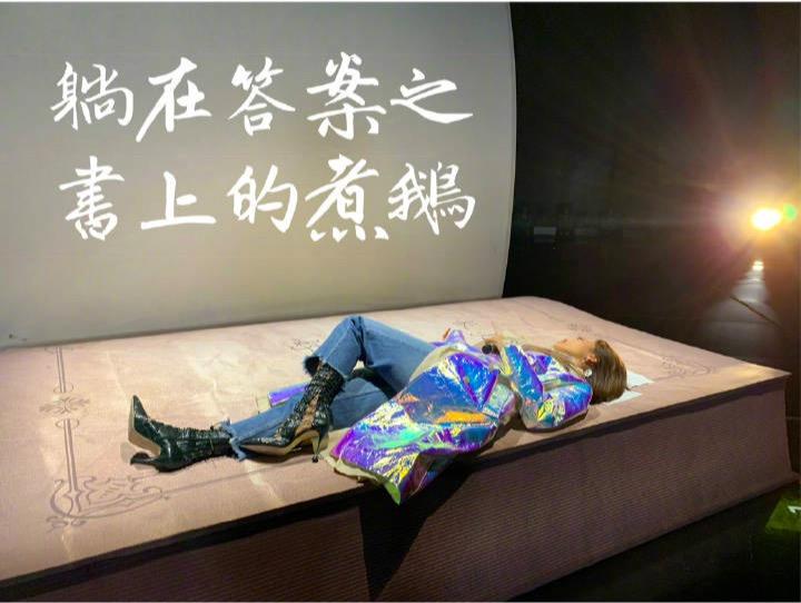 """张艺兴上班路上开""""溜"""",陈立农亲自发暖宝宝,《中国音乐公告牌》是个宝藏节目吧"""