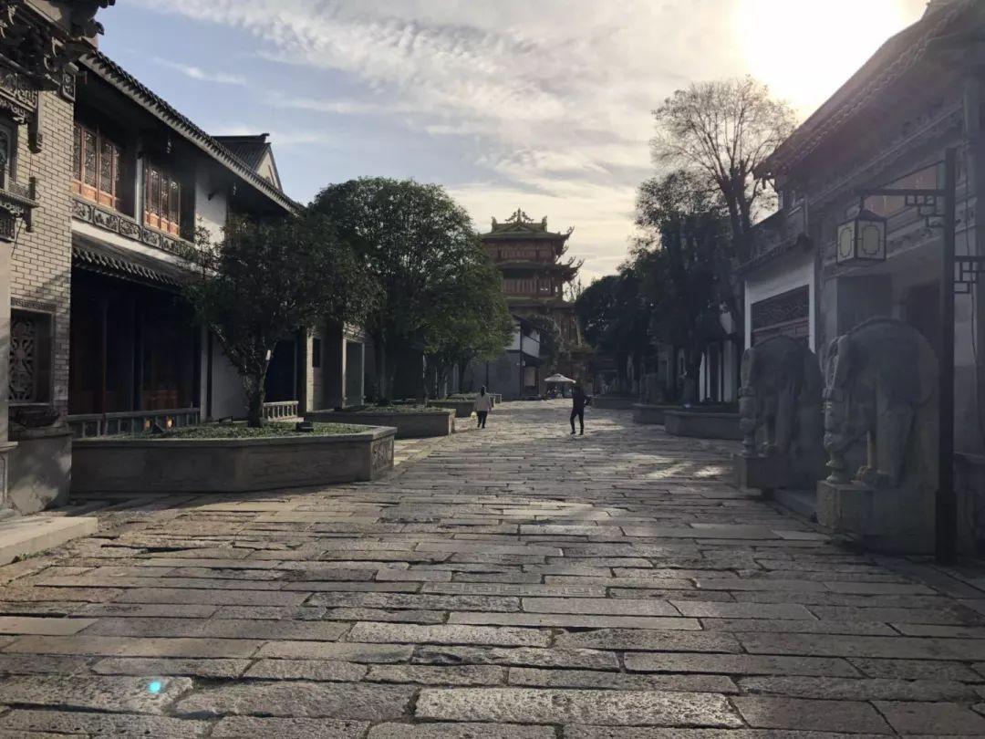 生活在龙潭寺,是一种什么体验?