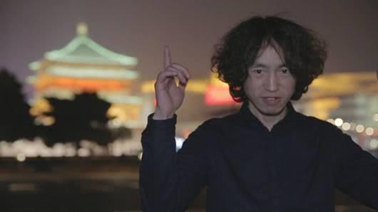 滑板鞋的庞麦郎进军网红界,与经纪人一起拍短视频复出