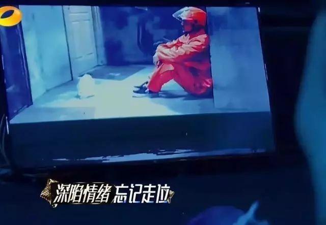 贾乃亮的2018年:从年初到年尾拼命工作,累到躺在箱子上睡着!