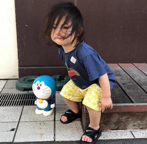 方媛带女儿出街派头十足,网友:发型亮了!