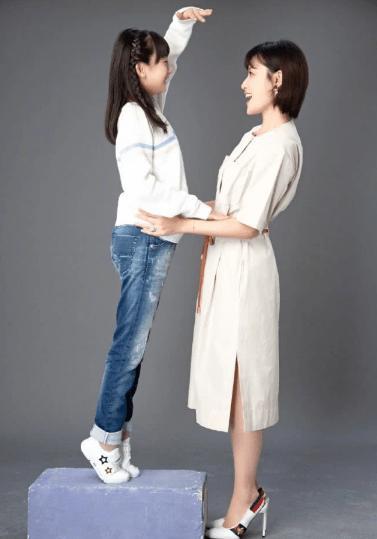 田亮晒老婆女儿温馨合照,11岁森碟身高快赶上叶一茜