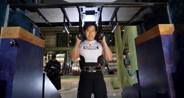 《奔跑吧》收视再夺冠,李晨不愧大黑牛称号,举重260公斤夺魁