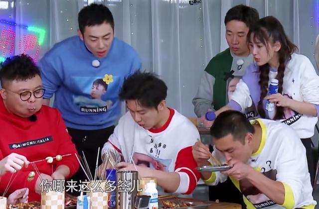 李晨在吃烧烤环节作弊,跑男导演为何帮他说话,与他脸上的伤有关