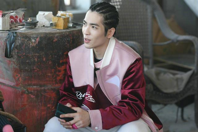《奔跑吧》大庆专场沙溢成最佳丑角,杨颖撕名牌开挂,引发质疑