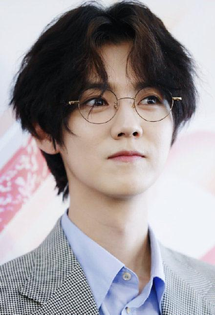 29岁的鹿晗因新造型上热搜,在靠脸吃饭的娱乐圈,他还能待多久?