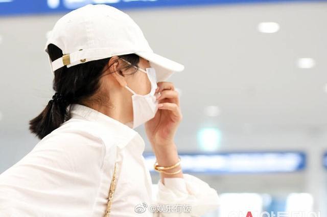 宋慧乔离婚后首现身,戴了金项链和三个金戒指,偏偏把婚戒摘掉了