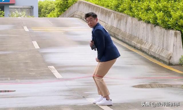 郑恺成《奔跑吧》丑角?被新人连番逼问,幸好有杨迪解围