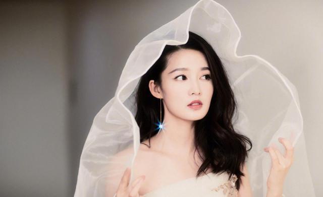 张若昀唐艺昕大婚:史上最美伴娘李沁,犹如仙女下凡