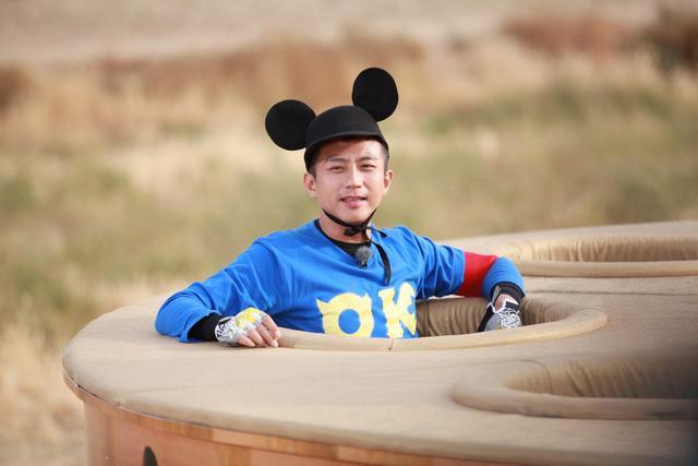 """邓超参加新综艺《天坛》,明星阵容强大,其中就有""""蔡徐坤""""。"""
