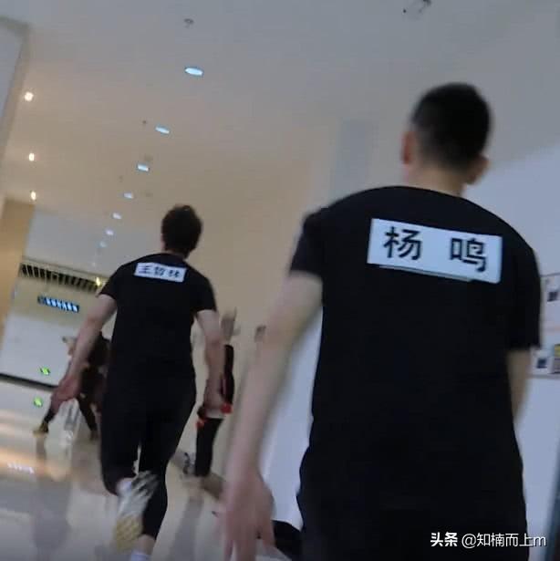 最新一期跑男迎来最强撕名牌对手,李晨见到也只能灰溜溜的跑
