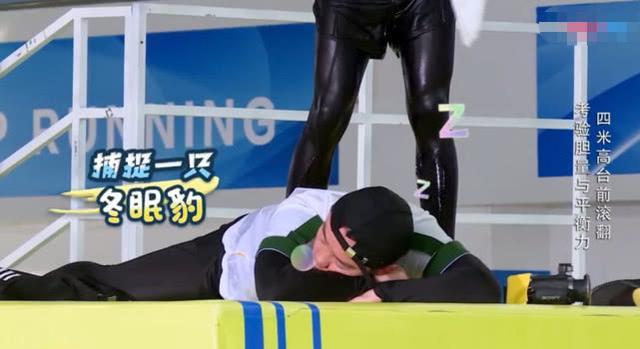 郑恺录跑男两次睡着,MC都在笑话他,粉丝却心疼:恺哥太累