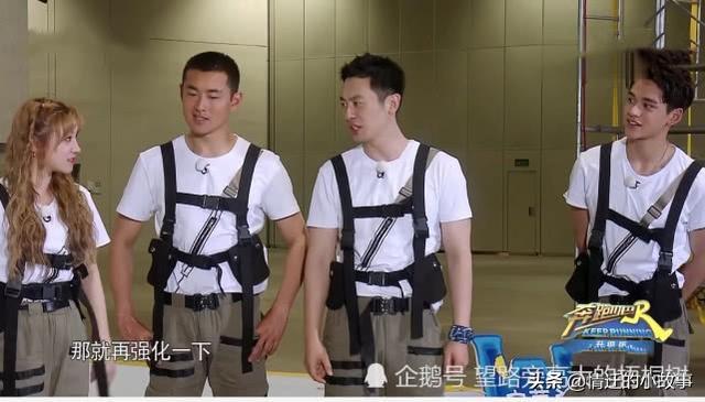 《奔跑吧》王彦霖和郑恺互撕,谁注意到他腿上的伤痕?让人心疼