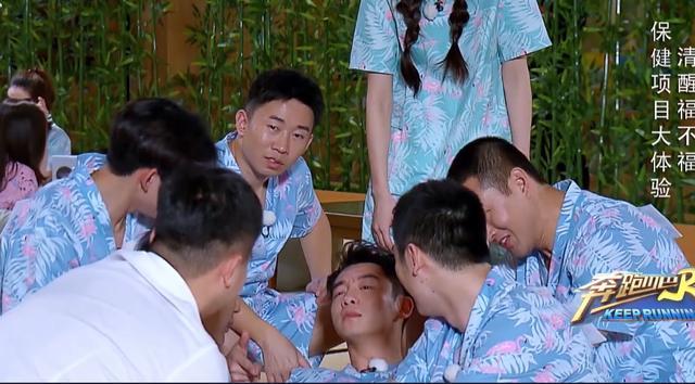 """《奔跑吧》唱跳俱佳的全能艺人郑恺,如今却沦为""""陪衬恺"""""""