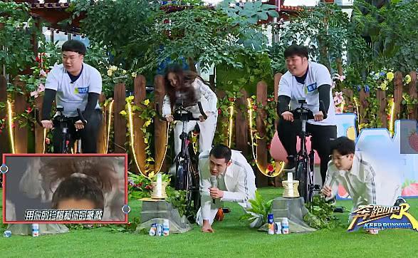胡夏王彦霖跪唱时,谁注意到蹬车的杨颖了,网友:比金泫雅还狂野