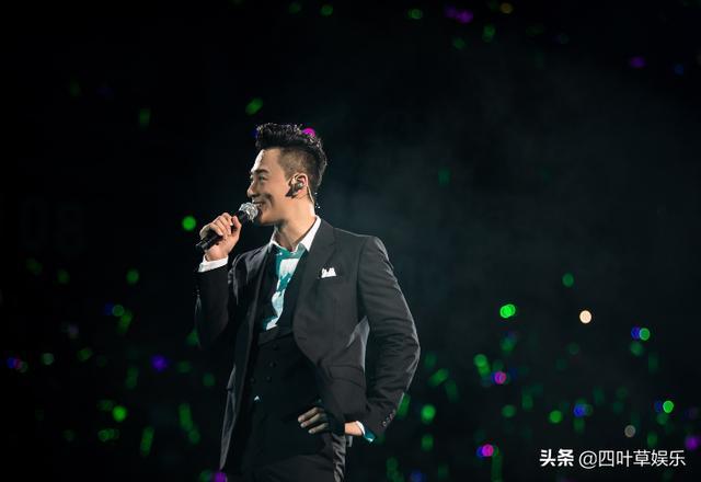 40岁林峰首登《跑男》,简单穿搭也尽显魅力,颜值不输流量小生