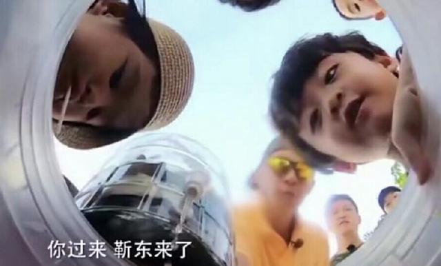 靳东来了包饺子就听话了?《一起出发吧》中爸爸包贝尔爆料:她喜欢靳东,靳东是她男神