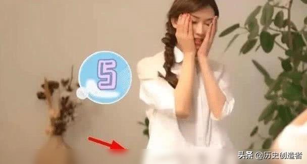林志玲婚后日本录节目,膝盖上惊现创可贴