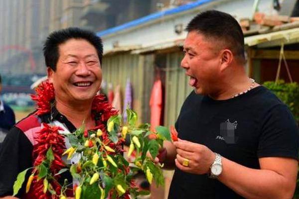 """""""中国辣王""""不听医生劝阻,一天5斤辣椒配白酒,如今成了这样"""