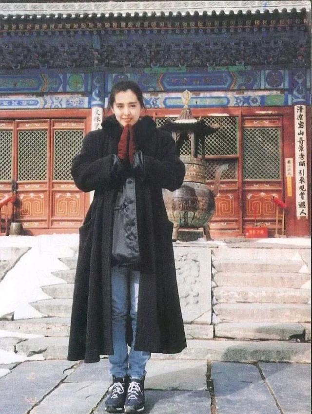 王祖贤1992年在山西五台山的老照片,没有滤镜都好漂亮!